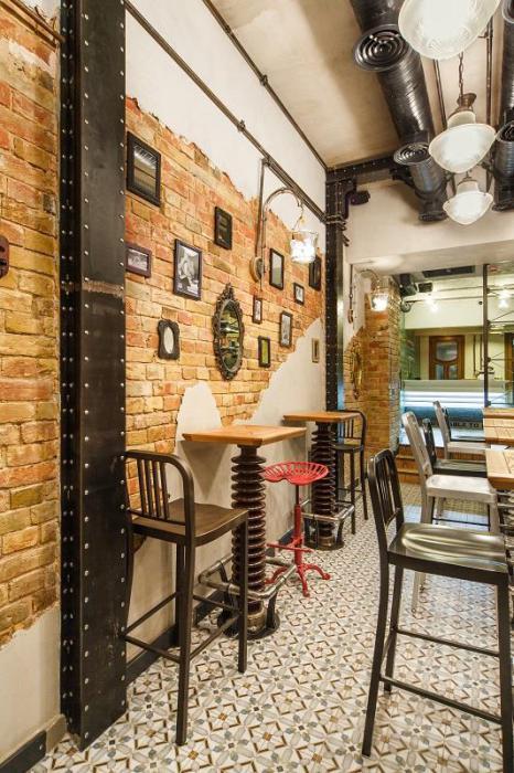 Эклектичный интерьер деликатесного кафе Bite & Go. Deli Cafe в Киеве