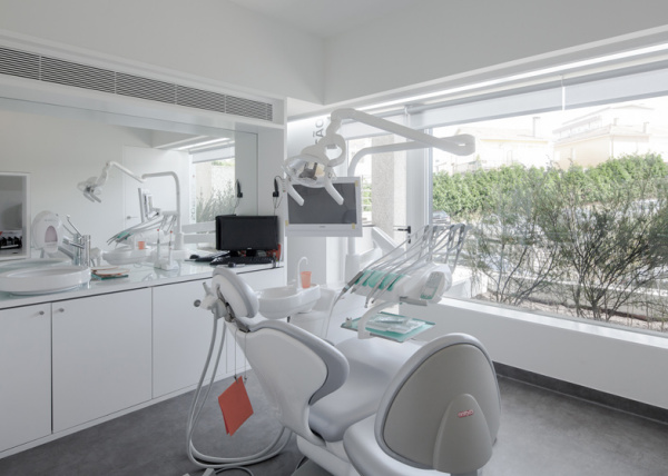 Dental Clinic – современная стоматологическая клиника от Paulo Merlini