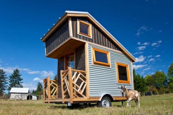 Мини-трейлер, интерпретирующий жилой дом