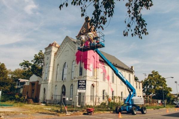 Преобразование старинной церкви в Вашингтоне художником Hense