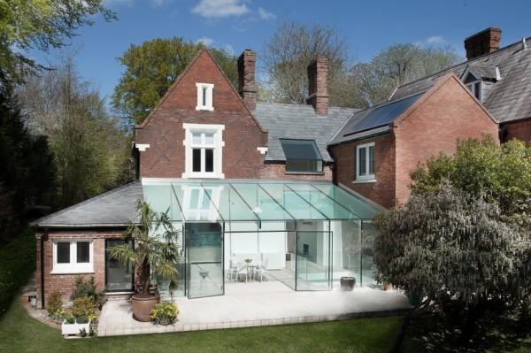 The Glass House: традиционный исторический дом с современной пристройкой