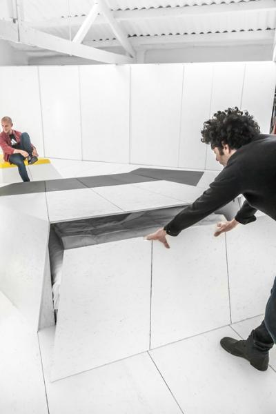Joan D'Austria: ультра-современный дом-студия в бывшем гараже для такси в Барселоне