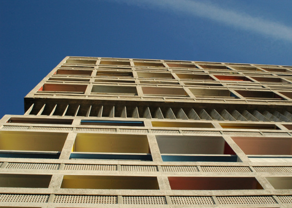 Appartement N° 50 – креативный интерьер, объединивший панк-рок и архитектуру Ле Корбюзье