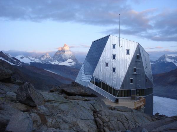 Monte Rosa Hut - cовременная «хижина» для путешественников в Швейцарских Альпах