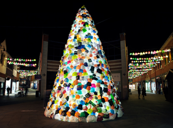 The Consumerist's Christmas Tree: рождественская елка из полиэтиленовых пакетов