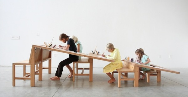 Growth Table: фанерный стол для всех возрастов