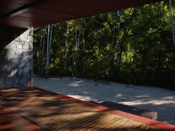 Rio Bonito' Stone – каменный дом от Carla Juacaba