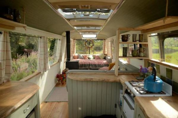 Garden Bus House: потертый шик семейного дома-автобуса