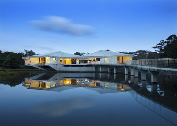 St house – консольный дом над озером от