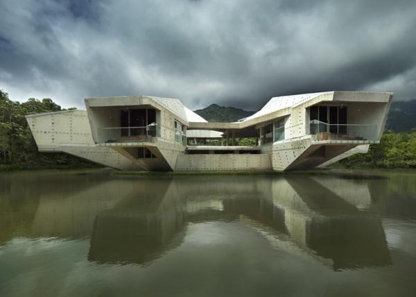 Stamp House – консольный дом над озером от Charles Wright Architects