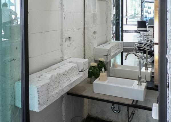 Tana Kmenta Hair Studio: индустриальный дизайн салона красоты от Studio Muon
