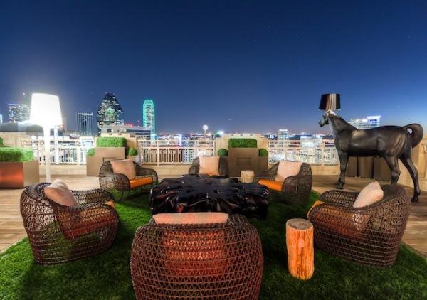 Whimsical Rooftop Garden - сюрреалистический сад на крыше в Далласе