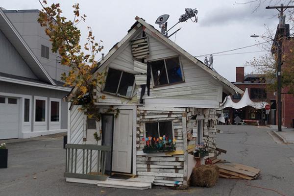 «Resisting Entropy: There's No Place Like Home»: дом, построенный в честь 75-летия фильма «Волшебник из страны Оз»