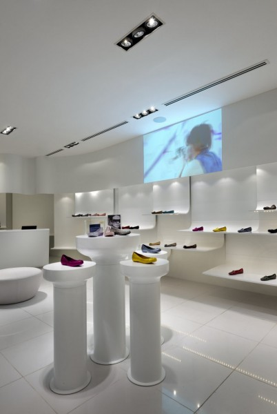 Футуристический дизайн бутика пластиковой обуви Melissa в Малайзии