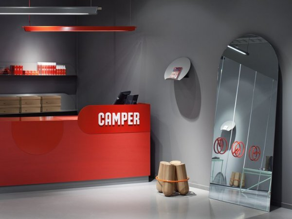 Интерьер бутика обуви Camper Store в Щвеции