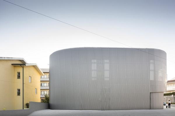 Farmacia Lordelo – футуристическая аптека от португальских архитекторов