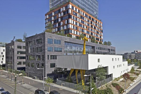 Giraffe Childcare Center: сюрреалистическая архитектура детского сада в пригороде Парижа