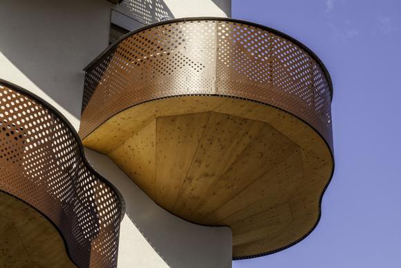 Quai де-ла-Graille – дом с органическими балконами от r2k Architects