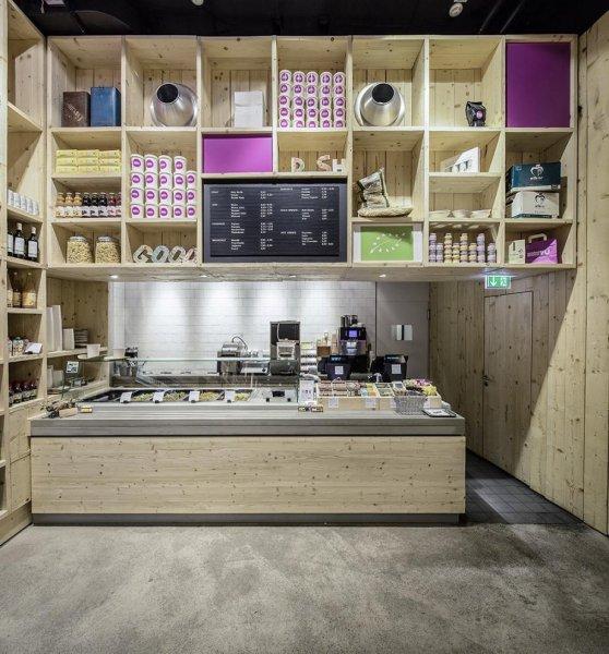 WakuWaku Dammtor: креативный интерьер ресторана быстрого питания и магазина органических продуктов в Гамбурге