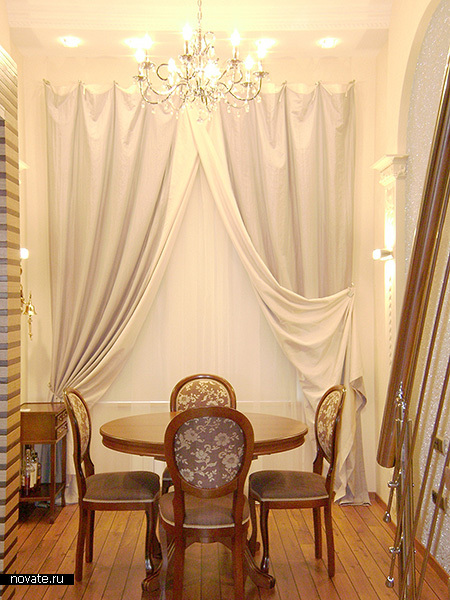 Строгий кабинетный стиль поддерживается шторами. © Артис