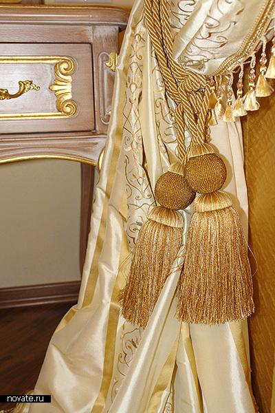 Роскошь. Декоративная кисть и бахрома, безусловно, являются неотъемлемой частью текстильного дизайна классического интерьера. © Артис