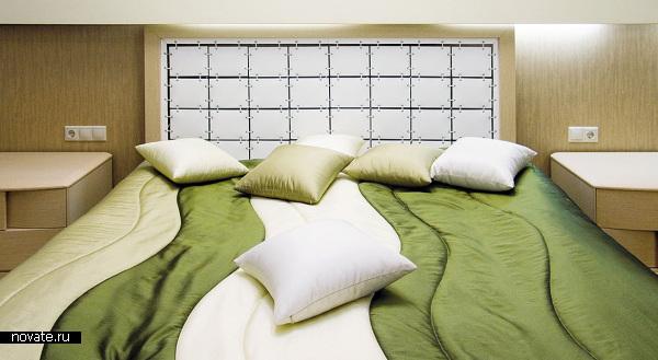 За счет необычных решений в текстильном дизайне этой спальни, интерьер смотрится особенно стильно и ярко. © Артис