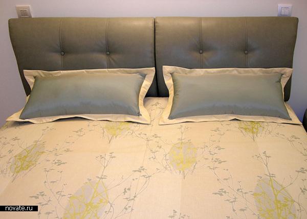 Минималистское оформление покрывала и подушек. © Артис