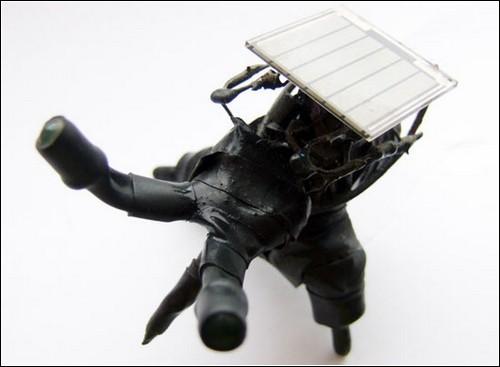 Робожук Найджел на солнечных батареях