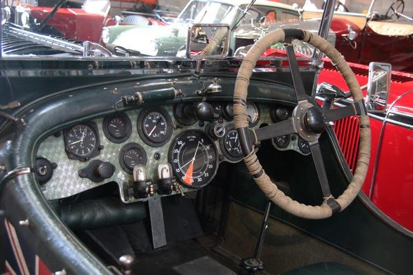 Приборная панель Bentley 4½ Litre Blower (1929г.) Фото: commons.wikimedia.org