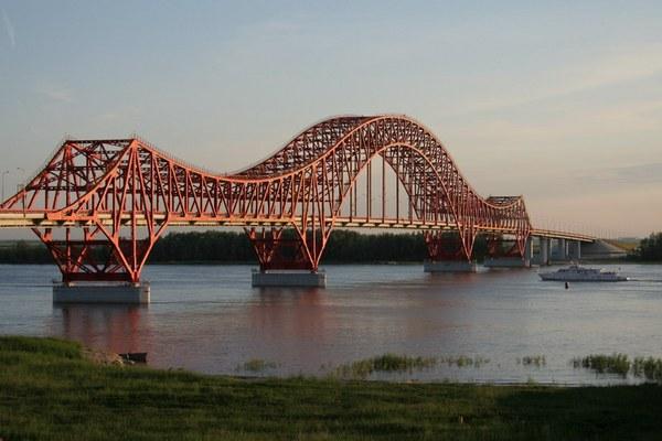 Красный дракон - один из самых красивых мостов в России.