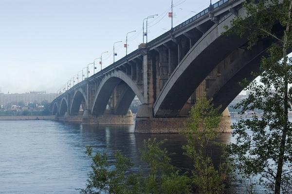 Мост - символ России.
