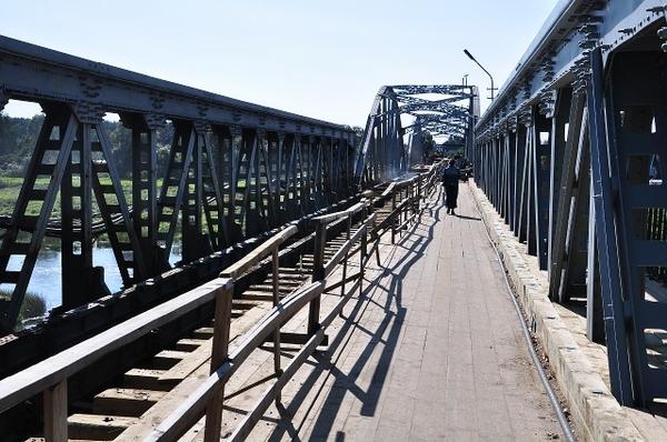Деревянный настил самого старого белорусского моста.