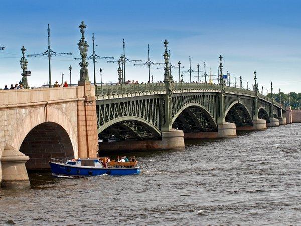 Дворцовый мост в Санкт-Петербурге.