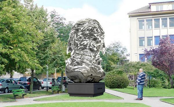 Луи Шевроле увековечили в 8 тоннах стали.