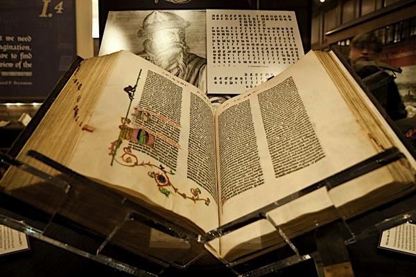 Библия Гутенберга - самая дорогая Библия в мире.
