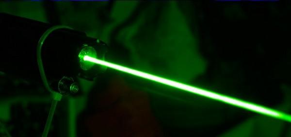 Смертоносный луч лазерного оружия.