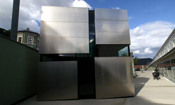 Квадратный домик в стиле хай-тек