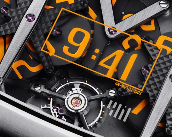 Циферблат в оранжевой рамочке отображает текущее время