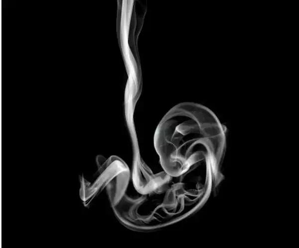 Креативная социальная реклама против курения во время беременности