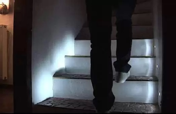 Реагирующая на шаги 'умная' лестница от Edo Kriegsmann