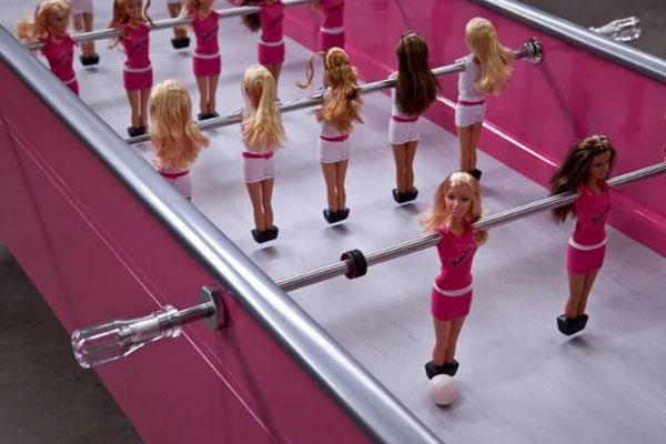 Barbiefoot - креативная версия настольного футбола от Chloe Ruchon