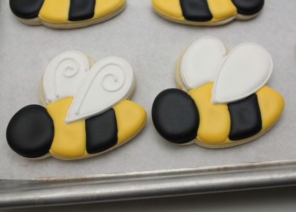 Печенья в виде пчелок - идеальный декор в домашних условиях