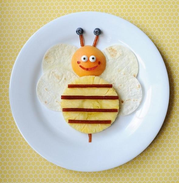 Летний завтрак-десерт в виде пчелки