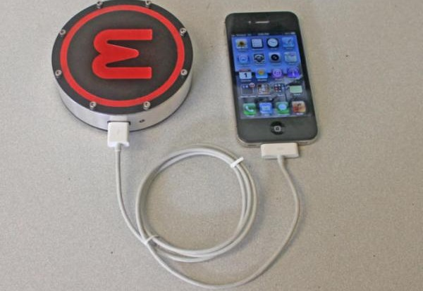 'Шайба' onE Puck – энергосберегающее зарядное устройство, использующее солнечную и тепловую энергию