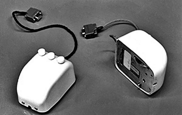 Компьютерная мышь 1968 года от Douglas Engelbart