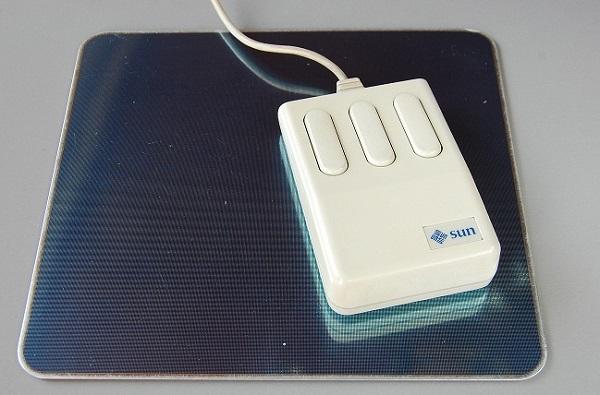 Первая в мире оптическая компьютерная мышь от Mouse Systems, 1982 год