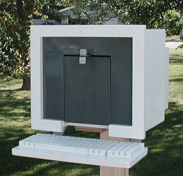 Креативно оформленный почтовый ящик-компьютер