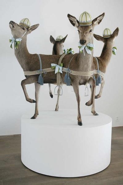 Скульптура из соединенных чучел от Les Deux Garçons