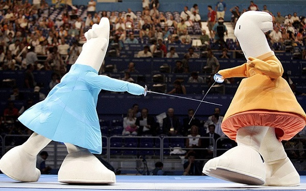 Символы Олимпиады-2004 Athena и Phevos