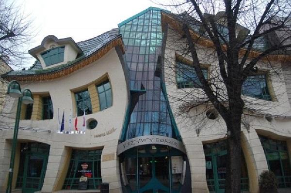 Krzywy Domek в Польше